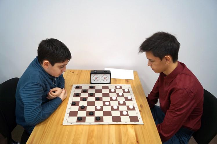 Партия школьников Лаврентия Мирзояна (слева) и Егора Клюева