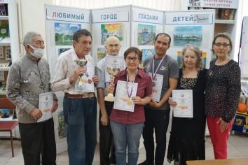 Призеры турнира и руководитель клуба Ольга Титова