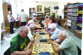 Ветераны играют в Библиотечном информационном центре им. М. Ломоносова