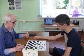 Партия чемпиона и серебряного призера – Егора Глушко-Поручевского (справа) и Петра Криворученко